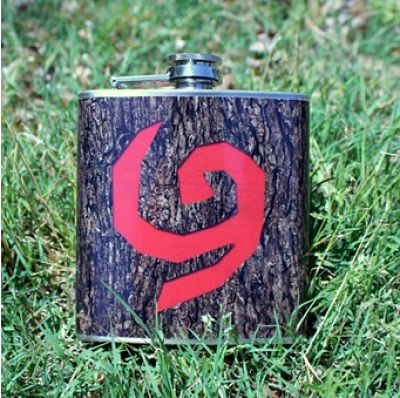 Protege tus bebidas con este recipiente con motivos del Escudo Deku