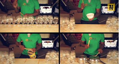 Tema principal de la saga interpretado con vasos de vino y botellas de cerveza